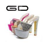 Gdshoeの水晶ハイヒールのプラットホームの女性の靴のスリッパ