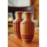 Vaso di fiore di legno di bambù fine tessuto mano con terraglie all'interno