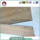 Plancher en bois imperméable à l'eau et sain de blocage durable de cliquetis de texture de PVC