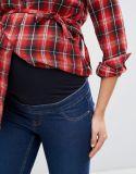 Отпуска по беременности женщин по сравнению с толчком Jepping верхней части