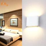 セリウムRoHSが付いている装飾的なアルミニウムIP65 LED壁ランプ