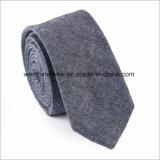 Сплетенных связи жаккардом людей галстука шерстей