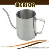 Il becco lungo dell'acciaio inossidabile versa sopra il POT del caffè
