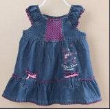 Venda por grosso de Jean de alta qualidade Lace Meninas bebê vestido de moda