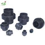 Unión plástica del PVC para la instalación de tuberías de agua