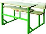 Mesa de madeira do dobro do estudante da cor verde da escola com banco