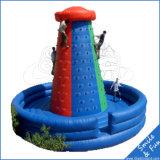 El subir inflable del agua de los juegos del parque del agua