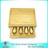Tagliere del formaggio di bambù naturale con la scheda di taglio di bambù delle lame