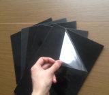 Hoja blanca y negra del PVC del pegamento con la cubierta transparente de la película