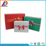 두꺼운 종이 활을%s 가진 장식적인 크리스마스 선물 상자
