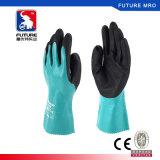 Lleno de aceite recubierto de nitrilo guantes de protección de nylon de 26cm más largo con forro confortable