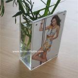 Vase rectangulaire acrylique clair fait sur commande avec le bâti de photo