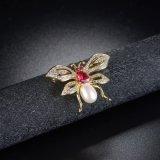 ファッション小物ベージュカラー真珠のビードのジルコニアの蝶ブローチ