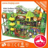 Patio de interior del castillo travieso del patio de los niños