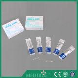 CE/ISO 승인되는 고품질 처분할 수 있는 메마른 외과 잎 강철 Scalpel (MT58050001)