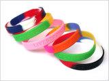 Il multi colore promozionale ha mescolato i Wristbands del silicone di Debossed di marchio di turbinio del camuffamento