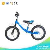12inの子供のバランスのバイクのライト級選手は年齢2から5の歳のためのペダルの歩く自転車を遊ばさない