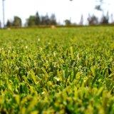 庭、裏庭のための耐久財そして立っている人工的な芝生、
