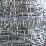 修復される結ばれる牛農場の網フィールド塀を得る