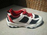 耐久の通気性の注入によって形成される靴