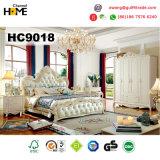 Base de madeira da mobília européia do quarto com couro (HC9018)