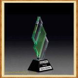 Trabalho requintado do troféu do cristal muito bem