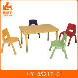 就学前の子供の家具の幼稚園表はプラスチック椅子および表をからかう