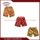 Los hombres pantalones de la Playa de las exportaciones de ropa usada