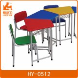 학생 가구의 유치원 아이 연구 결과 테이블 의자