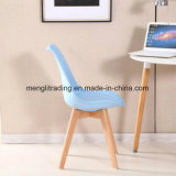 PP moderna silla blanca con madera de haya piernas