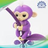 Fingerlingsの赤ん坊の子供のおもちゃのための対話型の電子情報処理機能をもった接触指の赤ん坊猿のおもちゃ