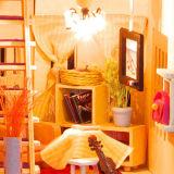Regalo de madera hecho a mano de madera de la casa de muñeca de DIY para los cabritos