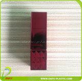 Estetica che impacca i contenitori su ordinazione del rossetto di lucentezza dell'orlo