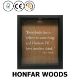 El vino de madera natural tapa el marco de rectángulo con corcho de sombra del tapón de la botella con el vidrio