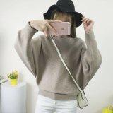 Umgearbeitete Frauen, die Form-Schulter-Strickjacke der Strickjacke-Frauen stricken