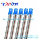 La salive d'éjection de matériel dentaire à usage unique avec des bouts blancs