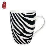 Nuova tazza di caffè dell'osso di disegno semplice con colore nero bianco