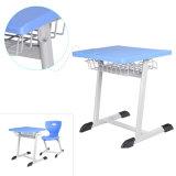 De plástico azul muebles escolares y estudiantes de escritorio y silla
