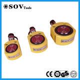 Pequeño cilindro hidráulico del color negro o amarillo