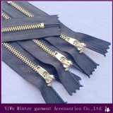 Zíper de metal de latão de nylon fechado o bloqueio automático do processo de costura para acessórios de vestuário