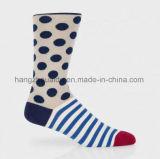 Weaven und Streifen, die Entwurfs-Mann-Socke stricken