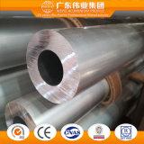 Le moulin terminé a expulsé les pipes en aluminium