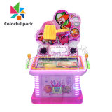 El equipo del parque infantil coloridas niño jugando máquinas de juego infantil Ride