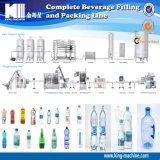 Compléter la ligne de écriture de labels remplissante d'emballage de boisson de l'eau