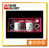 A caixa de presente acopla a caneca de café com a colher de Qlb032