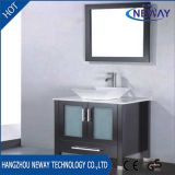 Тщета ванной комнаты пола просто конструкции стоящая с зеркалом
