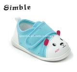 Zapatos de bebé suaves al por mayor lindos de la lona de la última manera
