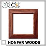 Le cadre de tableau en bois personnalisé d'effet en bois avec la coutume a gravé