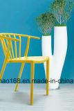 スタックプラスチック椅子の容易な携帯用椅子の金属の椅子フレーム