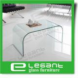 曲げられたガラス中心のテーブルをクリアしなさい